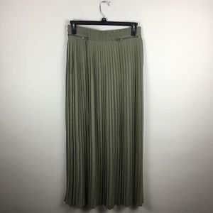 New York & company green pleated maxi skirt